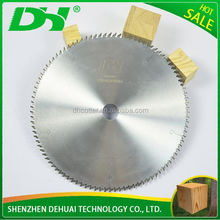 Tungsten carbide saw blade for woodcutting