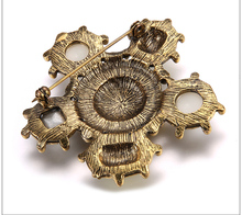 Top design fashion pin brooch made in China