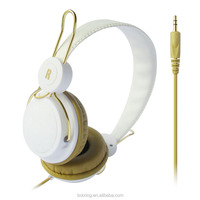 Cheap retractable earpieces with gift box for wholesale