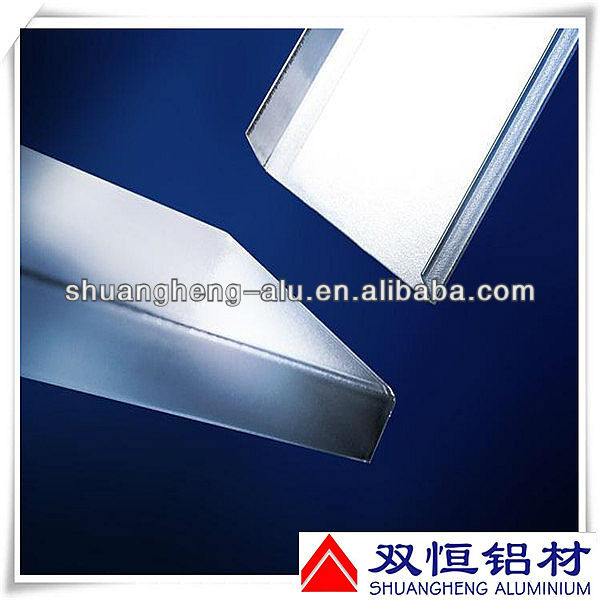 Aluminum thin wall channel for buildings