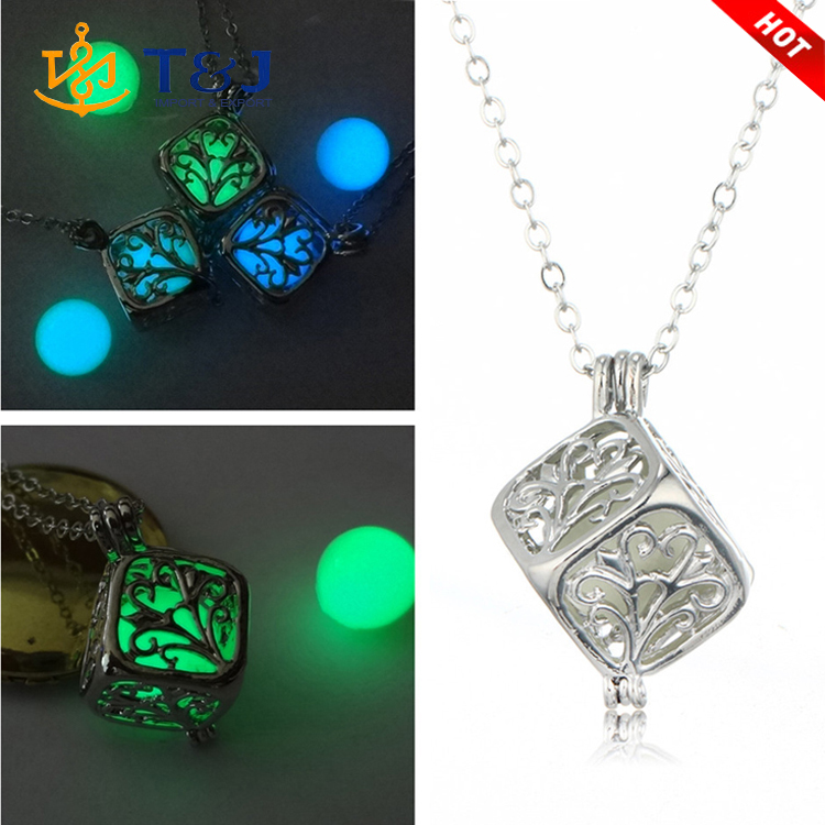 >>>2016 Wholesale Latest Design Jewelry Hollow Rubik's Cube Necklace Glow Fashion Luminous Necklace