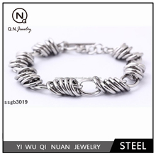 Simple and elegant novelty stainless steel silver ring connection bracelet