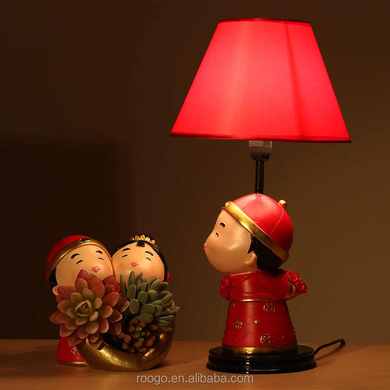 Roogo resin wedding bridegroom table lamps gifts for newly married couple