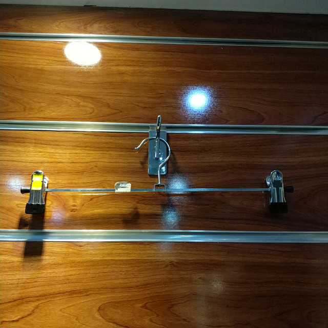 Chrome metal wire clothes display hanger with 2 clips