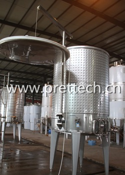 Variable capacity wine fermentation tank
