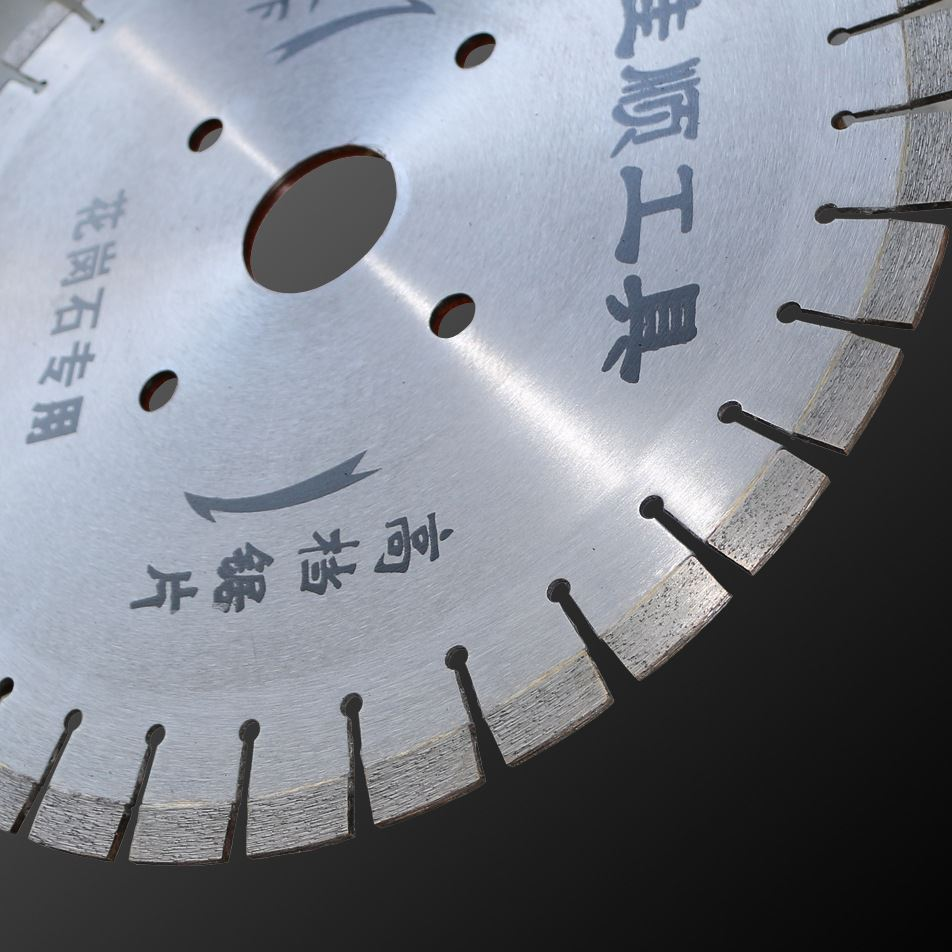 The diameter of the 350mm*3.2*13*27 granite saw blade is very sharp and the number of very high integrity recommended package