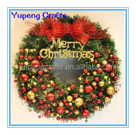Artificial Plastic Red Berries Christmas Wreath For Garden Decorations
