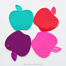 customized color heat proof apple shaped silicone pan holder