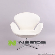 CH149 Swan Chair white full leather chair in livingroom