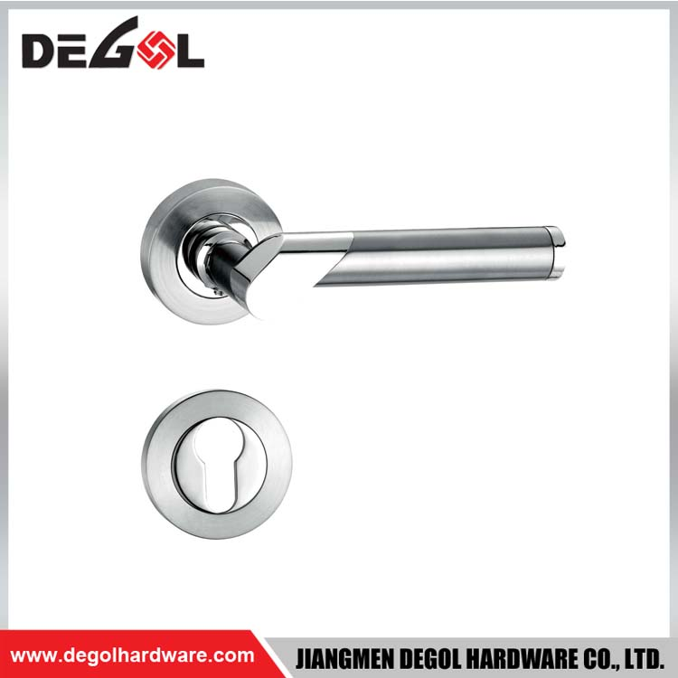 Euro style door pull handle for commercial door