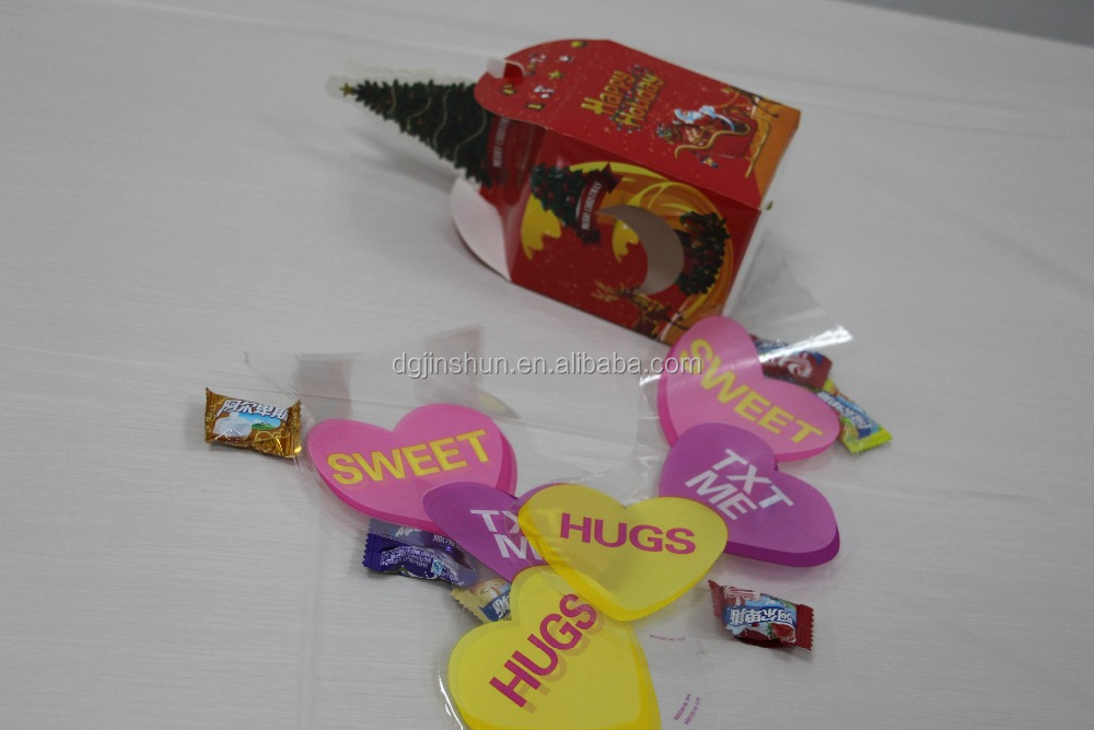 pack of 20 treat bags printed heart pattern with twist tie for valentine's day
