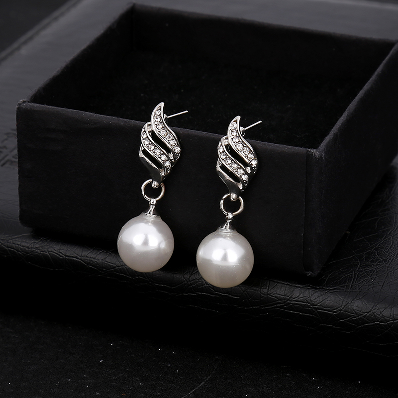 Beautiful bride wedding photography accessories wholesale fashion simple pearl diamond wave line earrings necklace suit