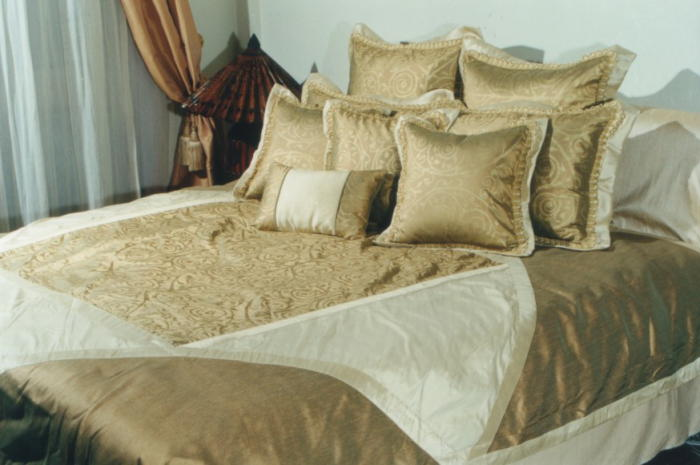 Gold bedding set