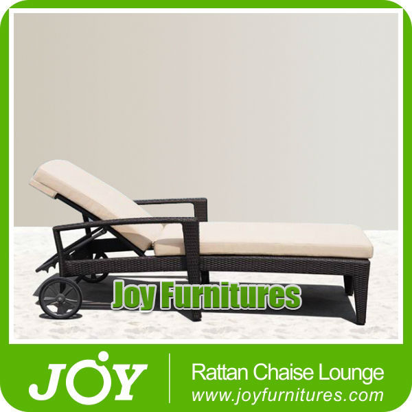 Outdoor Leisure Rattan Chaise Lounge