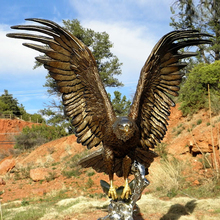 Hot sale bronze large hawk metal brass eagle statue for outdoor garden decoration