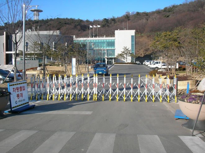 Temporary Road Barrier Gate , Security Crowd Control Barrier For Arena Stadium