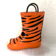 3D tiger printing rubber outsole rain boot with handles