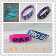 2013 Fashional debossed ink filled silicone wristband