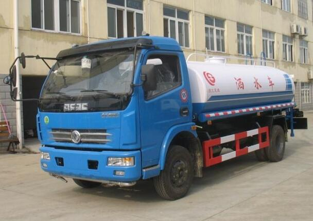 Dongfeng 4*2 6000 liters water bowser