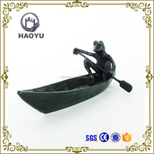 Bronze animal Sculpture the playing boat garden decoration sitting bronze frog sculpture