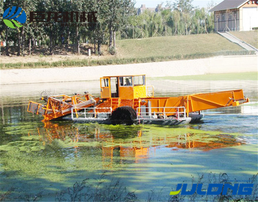 Water surface floating trash cleaning vessel