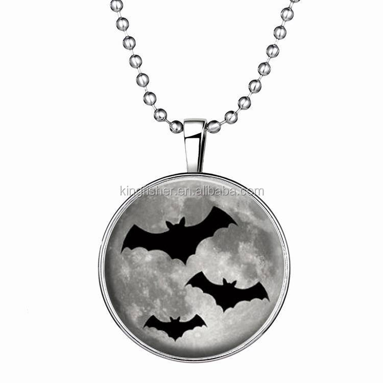 Horrible Halloween decoration gifts round flat glass luminous bat necklace wholesale