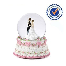 High Quality Gift Musical Decorative Wedding favors Giant custom Snow Globe
