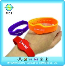 UHF RFID Silicone Wristband For Children Tracking