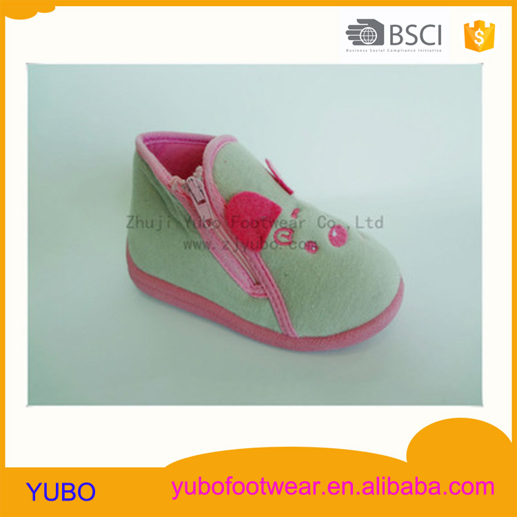 Lovely bear shape injection baby shoes