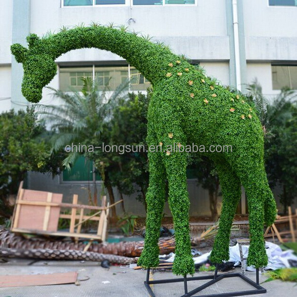 LSWS15122102 New style giraffe made by plastic leaves sculpture for garden decoration