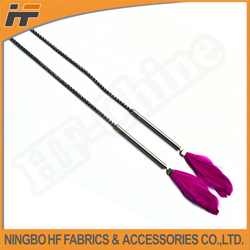 Fashion feather pendant necklace