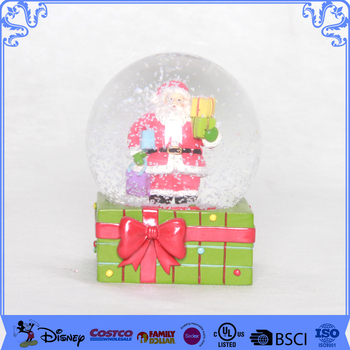 Fashionable traditional water globe christmas snow globes