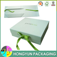 Different sized fodable pop up gift boxes