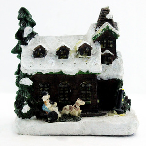 Promotion Wholesale Resin Miniature Village House Figurine for Christmas decoration