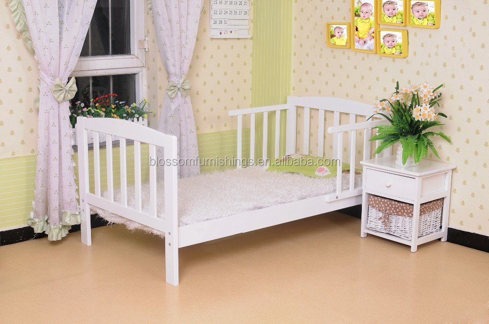 Cheap Wooden Baby Toddler Bed in Pine Wood
