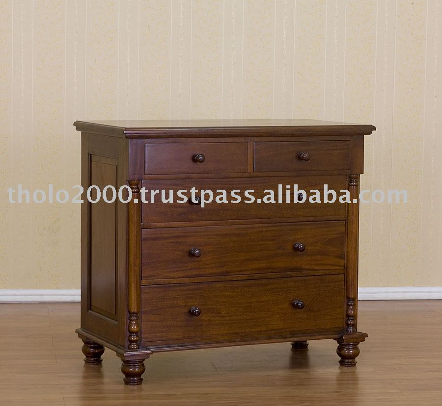 Colonial Chest of Drawers with Pillar 5