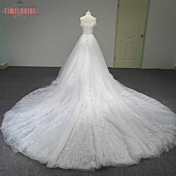 Long tail Charming sleeveless Lace White wedding dresses