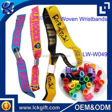 2015 Promotion custom plastic clip woven wristband