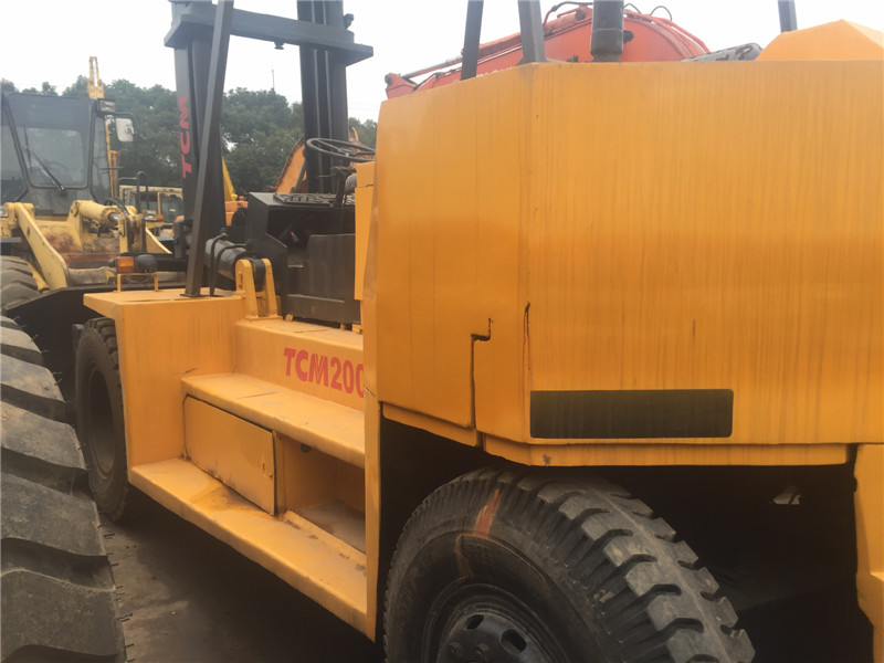 Used K,o,m,a,t,su 20 ton forklift for sale in China, K,o,ma,tsu FD200 used lift truck
