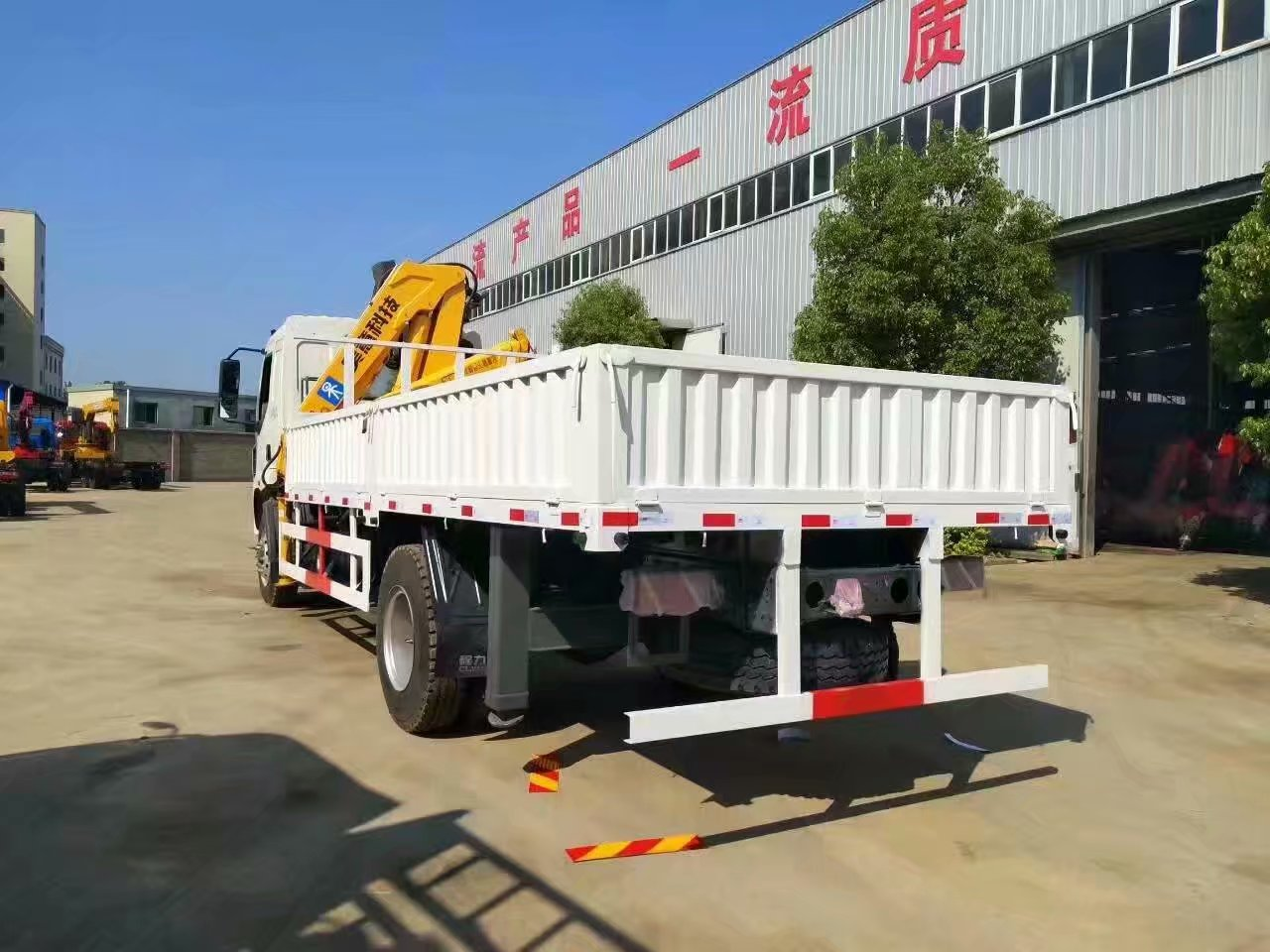 Chenglong truck with crane 6T truck mounted crane with remote control