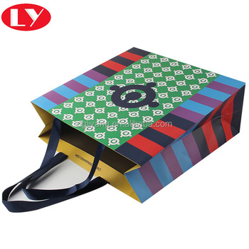 Custom Made Apparel Paper Packaging Bag in China
