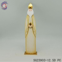 metal royal king with round crown decor of Christmas decoration