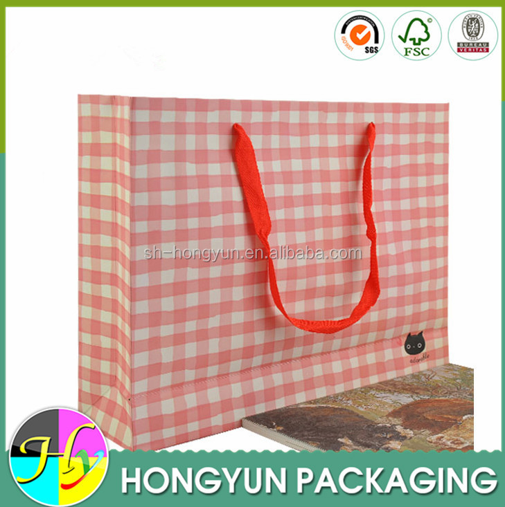 Customized paper pag with handle clothing packaging bag