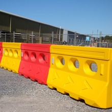 Red plastic road safety water filled traffic barriers water wall barrier / barricades