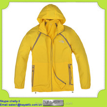 100% polyester snow-shedding yellow windproof jacket for men
