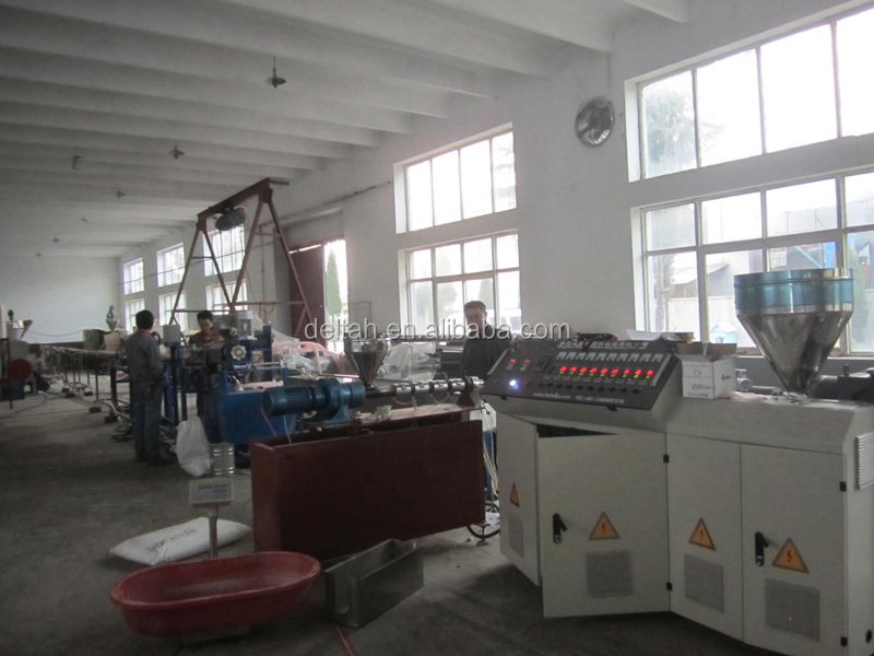 Swimming pool cleaning equipment duct extruder