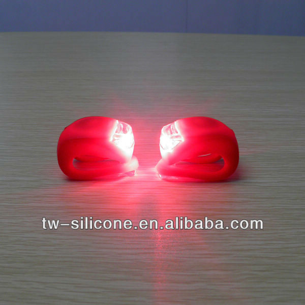 2013 newest products factory directly bike flashlight,night light/bicycle accessories