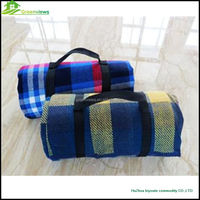 Wholesale throw blanket thick blankets polyester handle strap polar fleece travel blanket