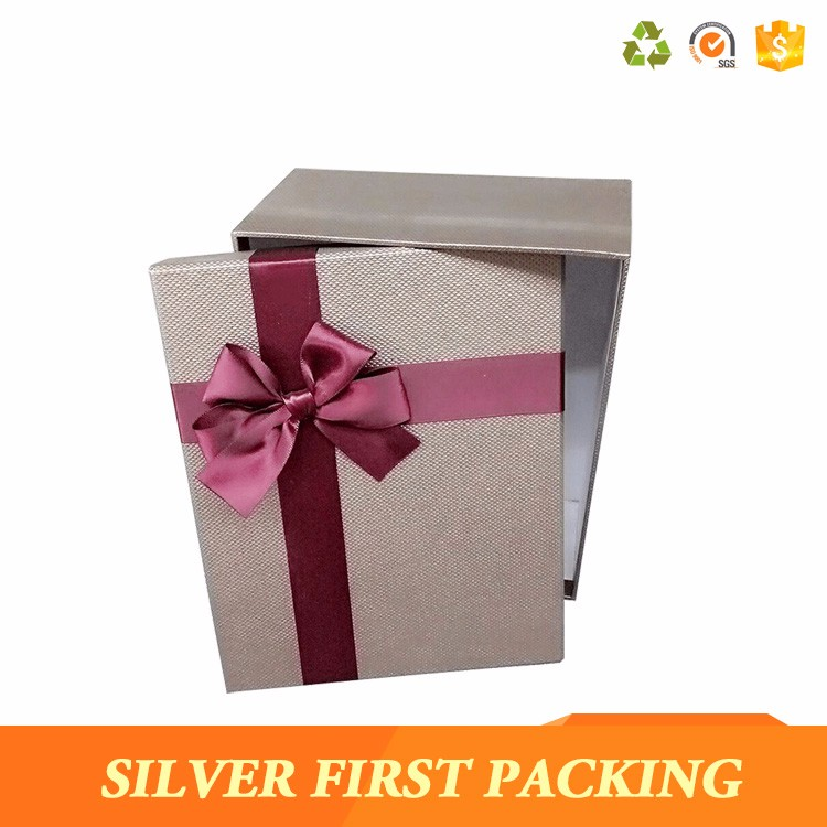 <strong>Custom</strong> See Through Paper Bow Tie Packaging Gift Box Wholesale