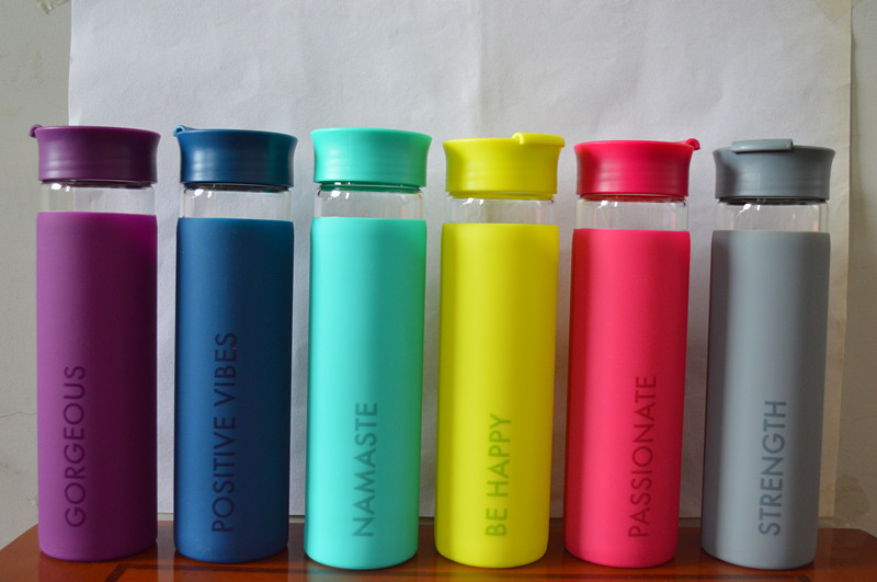 Colorful fashionalbe wide mouth opening borosilicate clear glass water bottle with full color silicone sleeve, flip top